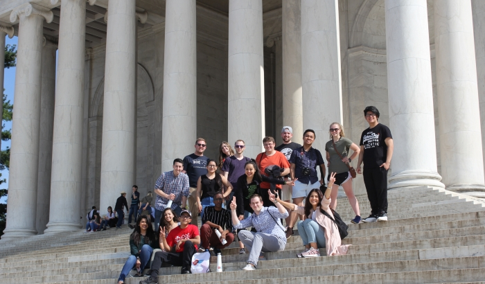 Students on steps of lincoln memorial